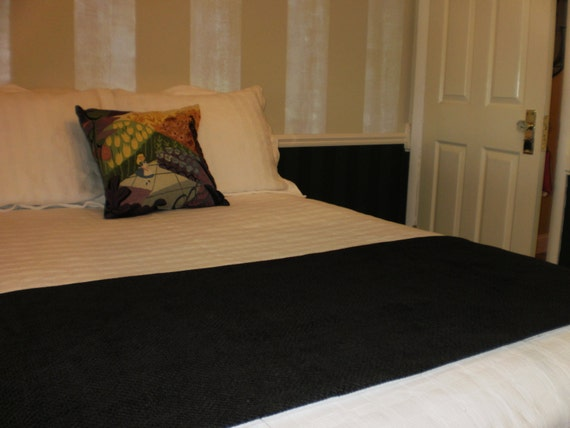 solid color black chenille quilted hotel style bed scarf. Black Bedroom Furniture Sets. Home Design Ideas
