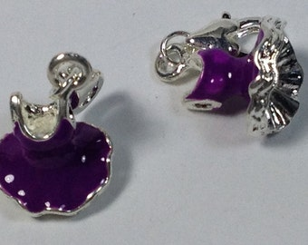 2 charms dressed dancer in hypoallergenic silver-plated and enameled violet metal. 25 mm.
