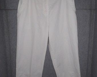 White pants, white capris, side pockets, elastic waist, slits on the legs, cotton blend fabric, size 10, Breckenridge pants