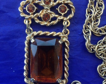 Vintage Sarah Coventry amber stone pendant necklace