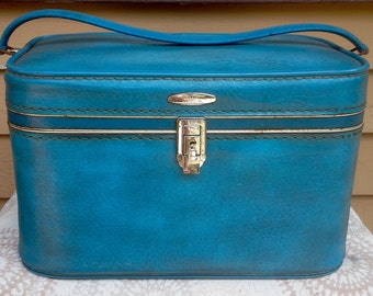Vintage Blue Sears Featherlite Train Case, Vintage Train Case, Blue Train Case, Sears Train Case, Accessories Case, Makeup Case, Suitcase