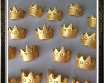 Fondant crown cupcake topper