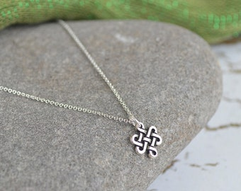 Irish Eternity Knot Silver Necklace