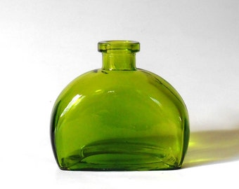 Green colored glass bottle, rectangular with rounded corners, 6 oz, 177 ml, green glass vase, DIY gift, wedding favor, party favor supply