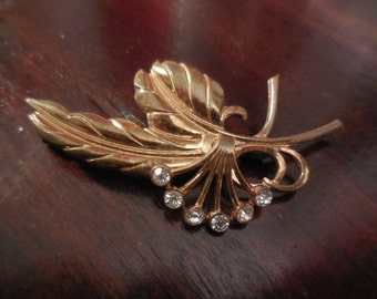 Beautiful  vintage golden brooch with white rhinestones.1940