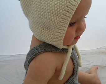 Baby bonnet, baby hat, baby cap, Knitted baby bonnet, with pompom, baby hat, 6-12 months, cream merino wool with pale sage green pompom