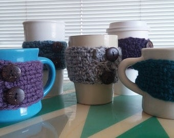 Mug cozy with cocont buttons