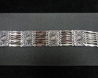 Beautiful Ladies silver tone bracelet