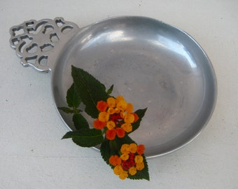 "Vintage WILTON PORRINGER Bowl -  Filigree Handle - RWP Wilton Armetale Pewter Porringer Dish - Diameter 5.5"" - Lovely Condition"