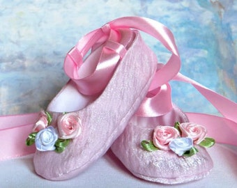 Baby Ballet Shoes Pattern / Baby Shoes Pattern and Tutorial - Sizes: Newborn to 12 months