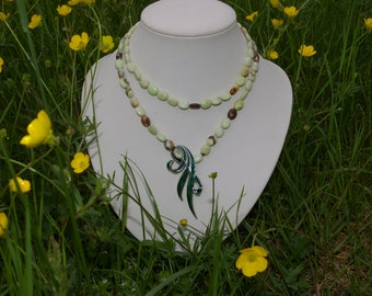 Pearl necklace and pendant in silver enamelled