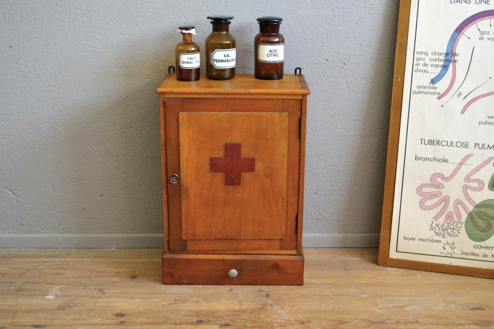 Meuble de pharmacie vintage r tro meuble de m tier dispensaire ann es 50 haute juice for Meuble cuisine vintage annee 50