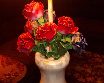 Table lamp with forged roses