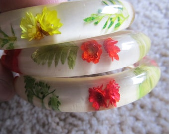 Vintage Resin Bangle Bracelet with Embedded Dried Flowers