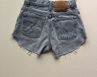High Waisted Levi sz 5 Shorts Vintage Cut-off