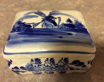 A Deft Blue Windmill Scene handcrafted Trinket/Jewelry Box. EH.