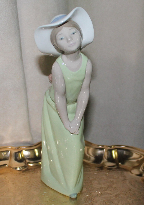 Vintage Lladro Figurine Spanish Porcelain Girl Figurine