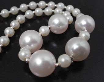 Pearlescent Pearl Necklace Vintage
