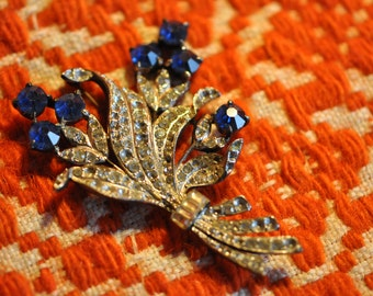 bouquet brooch with blue blossoms