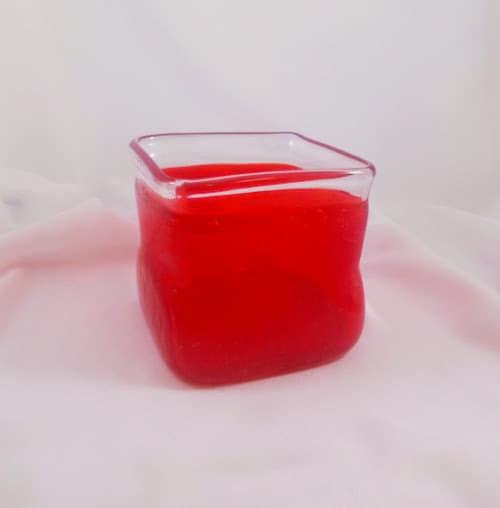 en verre souffl rouge vase carr vintage no l vintage. Black Bedroom Furniture Sets. Home Design Ideas