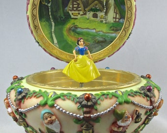 Disney Snow White and the Seven Dwarfs Music Box Round Jewelry Box Princess Circular & 7 Dwarves Vintage