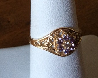 Vintage 10kt Yellow Gold Filigree Ring with Purple Stones