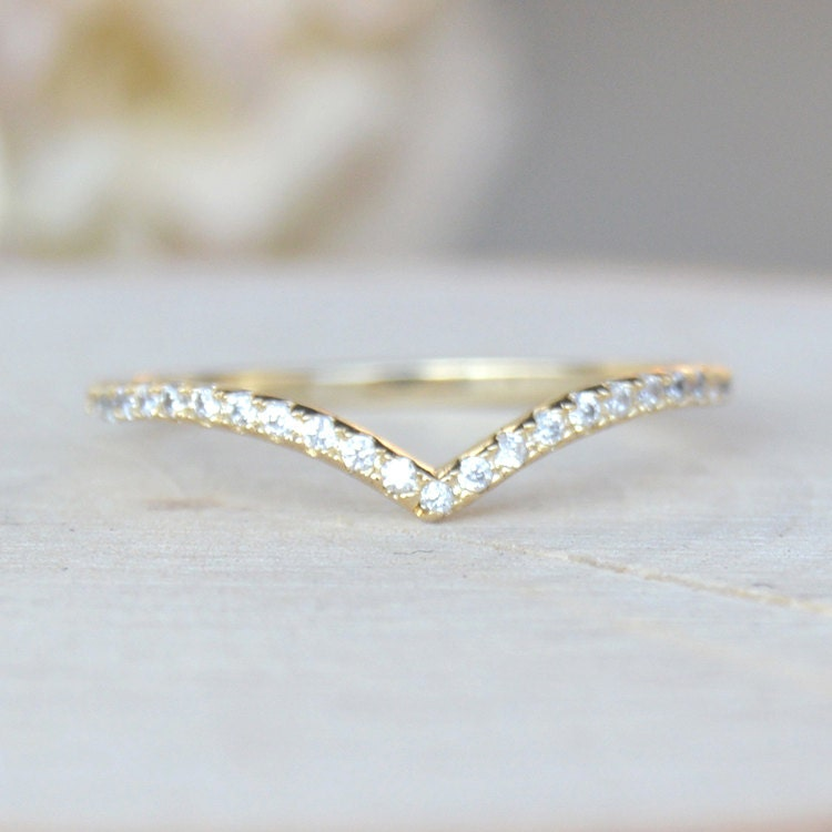 thin 1 3mm v chevron ring gold