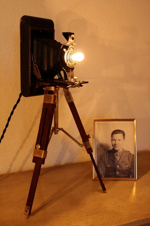 how to make a vintage camera lamp