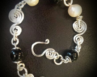 Inspirals Handcrafted Freshwater Pearl and Agate Bracelet