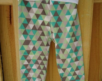 Terrific triangles gender neutral toddler yoga pants in size 2T.