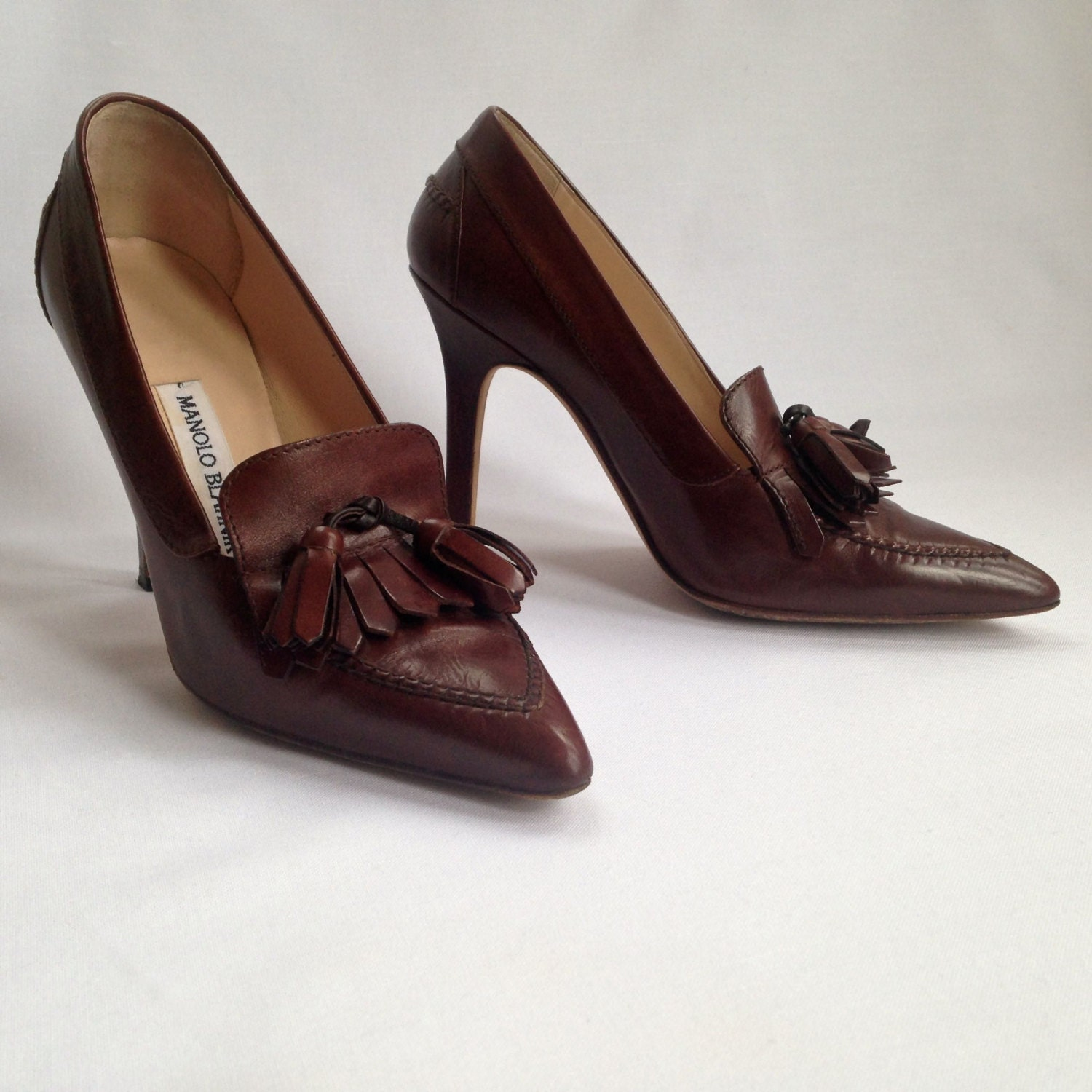 Sale signed manolo blahnik shoes king of stilettos for Shoes by manolo blahnik