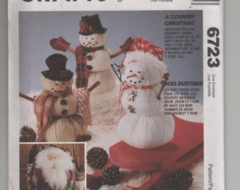 Vintage McCalls 6723 Craft Sewing Pattern for Decorative Santas and Snowmen