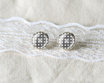 White dots stylish stud earrings
