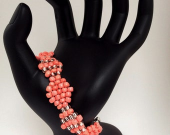 Coral diamond-shaped necklace