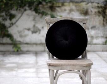 """Black velvet round pillow 16"""""""