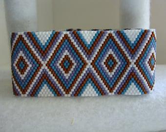 Diamond pattern bracelet. Peyote stitch