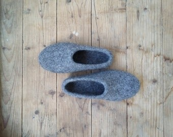 Ladyes loafer/wool clogs/Womens house shoes/Natural wool felt/Felted slippers/Felt slippers/Homemade slippers/Hausschuhe/Flat slippers