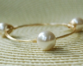 Handmade Stackable White Shell Pearl Wire Bangle, Natural Shell