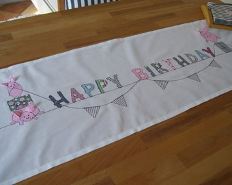Table runners 'HAPPY BIRTHDAY'