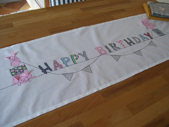 'HAPPY by Etsy BIRTHDAY' Table  farbkleckskerstin on table on runners etsy runners