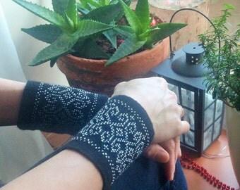 Wrist warmers - beaded - black