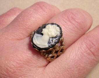 oO BLACK LADY Oo Adjustable brass ring