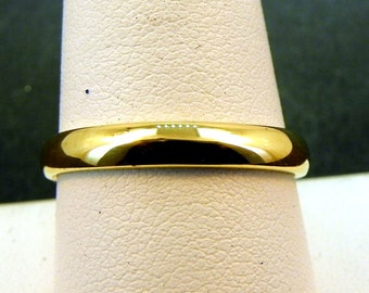 18K 4mm GREEN gold wedding band. Comfort fit