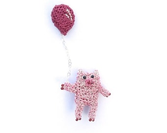 Pig holding a balloon brooch - pig jewelry, pig pin, animal jewelry, pink brooch, happy pig, crochet pig, fun brooch