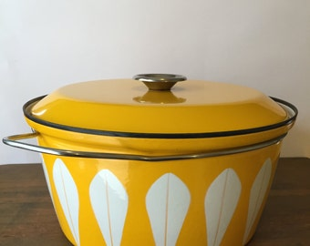 Rare 10 quart Catherine Holm Dutch Oven~ Canary Yellow & White Lotus petal Casserole Dutch Oven ~Cathrineholm Norway