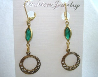 Vintage Jewelry Emerald Green Crystal  Earrings Gold Tone Filigree
