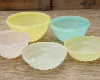 Vintage 50s Pastels Tupperware Bowls/ Retro/ Kitchen Decor/ Shabby Chic/ Mid Century/Farmhouse/RV/Camping