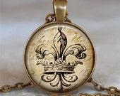Antique Fleur de Lis and Crown pendant, Fleur de Lis jewelry, French jewelry, Parisian, Paris, New Orleans keychain key chain key fob