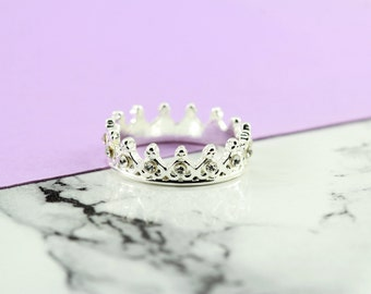 delicate crown ring, silver plated, royalty, boho chic