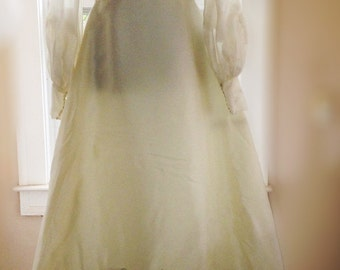 Maurer vintage wedding dress 1979 size 12, traditional, full-length veil, satin, lace, pearls, well-known owner